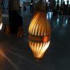 Sculpture lumineuse, BulM S en suspension via prise