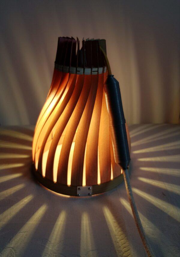 lampe en bois pour enfant, évolutive et sur-mesure. Volupte S en chene, la vie en rose