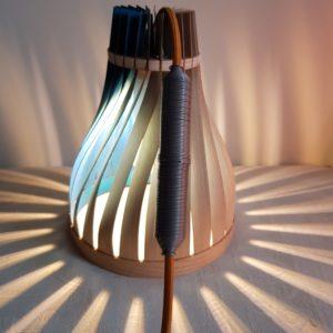 lampe en bois pour enfant, évolutive et sur-mesure. Volupte S en frene, bleu dans les nuages